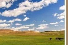 潮人说:今年你最想和谁去看草原呢~ ╱ 耍安逸 ╱ 川西高原的春天总是比其他地方来得晚一些 当成都已