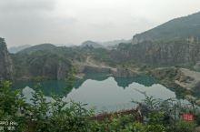 矿山公园。。。属石船镇,在玉峰山,铁山坪山上。 公园实际上是采石禁采以后,形成的大水坑。 未开发,未