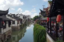 《曲院风荷话南翔》 南翔是建于五代时期的千年古镇,上海市四大历史文化古镇之一。老街上的云翔寺始建于南