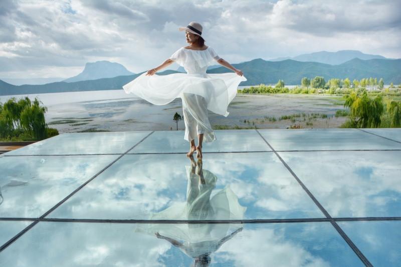 波光粼粼是镜面反射_泸沽湖畔惊现天空之镜 - 泸沽湖游记攻略【携程攻略】