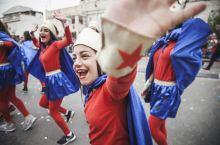 霍隆小镇普林节欢乐大游行,你想打扮成谁?