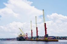 马瑙斯黑河边的浮动码头