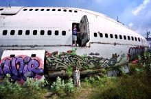 【曼谷的N种可能·在飞机墓地探险】 这片远离市区的荒地上躺着麦道82和波音747的残骸,这里即是一座