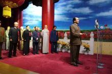 蜡像馆 头次参观蜡像馆,有好多主题群像,惟妙惟肖,生动逼真,中外的名人,党和国家领导人,老一辈无产阶
