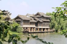 山东枣庄台儿庄古城的河道岸边,就有着大大小小很多码头,可以想象当时的沿岸人们是怎样的一种生活状态。我