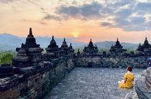 印尼 日惹 在婆罗浮屠佛教圣殿观日落
