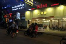 这边的街道!走到哪里都能看到中国人开的店铺门面