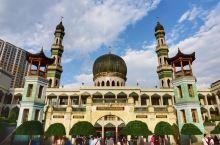 西宁东关清真大寺里虔诚的人们#世界遗产