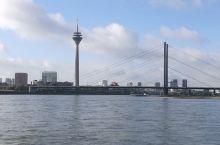 莱茵河畔的科隆和杜塞