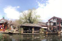 束河古镇·一世倾心 束河古镇最美的便是这条河了,在束河真真正的可以坐在河边。安静的午后,阳光灿烂,在