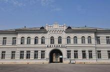 旅顺日俄监狱旧址博物馆:历史不容忘记 旅顺日俄监狱旧址博物馆位于辽宁省大连市旅顺口区向阳街139号。
