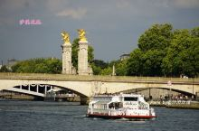 在塞纳河上看巴黎,简直不要太浪漫