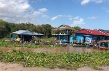 蓝天白云洞里萨湖         看到不曾见过的风景,水上学校,水上,水上.....串门。