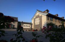值得一去的酒店——曲阜夫子宾舍家教文化别墅酒店  酒店环境古色古香,小桥曲水、小巷修竹;穿越文化历史