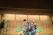 衹园,京都。 在歌舞表演中,舞和蹈是分开的项目,运气很好,这次的歌舞伎五官真的很好很亚洲女子的婉约。