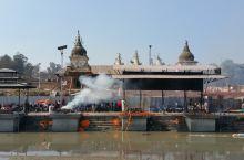 """尼泊尔------最重口味的猎奇:烧尸庙(实拍) 帕斯帕提那寺——也叫""""烧尸庙""""位于尼泊尔泰米尔区以"""