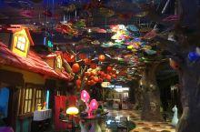 顶秀精灵堡,梦幻的亲子酒店 顶秀精灵堡童话亲子酒店,位于怀柔区顶秀美泉小镇的尽头。到了夜晚,灯光亮起