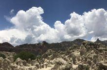 月亮谷(Valle de la Luna,Moon Valley)因风沙侵蚀所做成的地貌像月球表面而