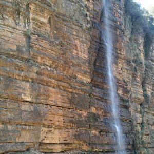 己衣大裂谷旅游景点攻略图