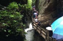 游玩武隆龙水峡地缝