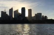 悉尼歌剧院下晒太阳吹海风喝啤酒吧