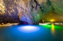 #元旦去哪玩# 坐船欣赏,世界上最大的充水溶洞