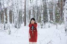 在利斯特维亚卡小镇被扔进雪地里