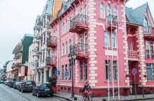 巴统老城的粉色老街,浪漫如斯