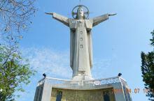 越南头顿耶稣山的耶稣像,比巴西的那尊高,却没有巴西的那尊著名…