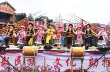 合江县五通苗族踩山节助推乡村文化振兴   唱起情歌,吹起芦笙,跳起欢快的舞蹈。2月14日,泸州市合江