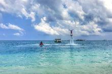 逃避城市的绝佳去处——伊露岛度假村  来到马尔代夫,当然不能错过这里最出名的伊露岛度假村了,不仅有美