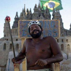 """巴西游记图文-世界最孤独""""国王"""",国家仅有自己一个人,每日靠跟游客合影赚钱"""