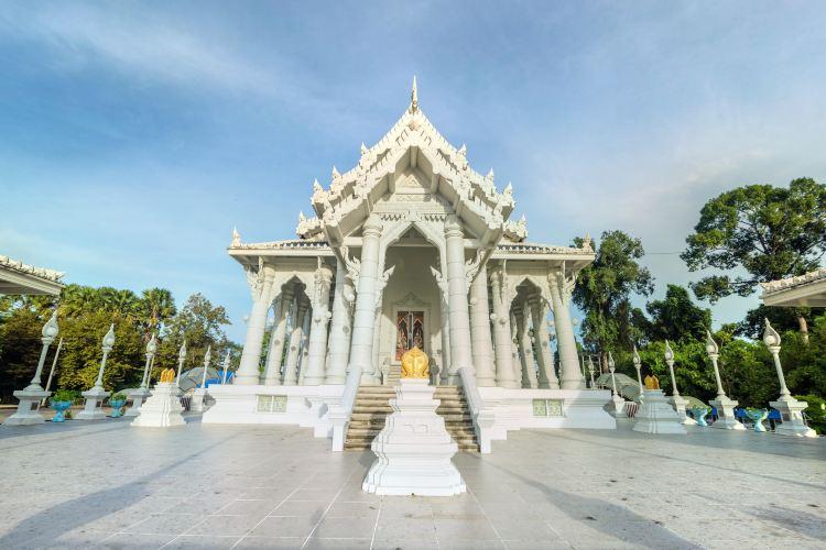 Wat Kaew Ko Wararam