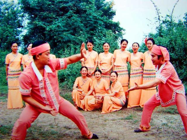云南旅游:傣族歌舞与武术一瞥(图) – 云南游记攻略插图8