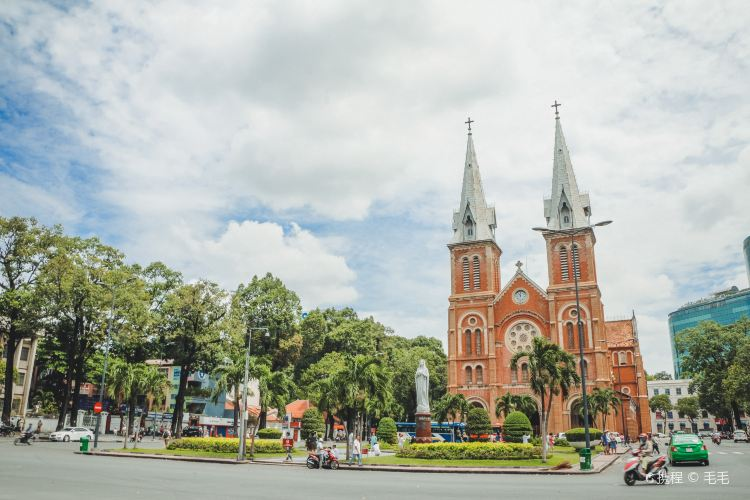 Notre-Dame Cathedral Basilica of Saigon1