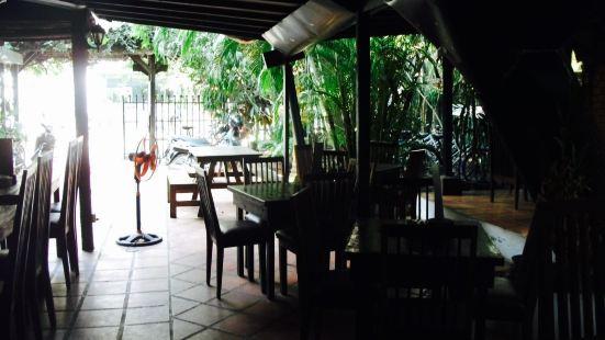 Ivy Guesthouse Restaurant & Bar