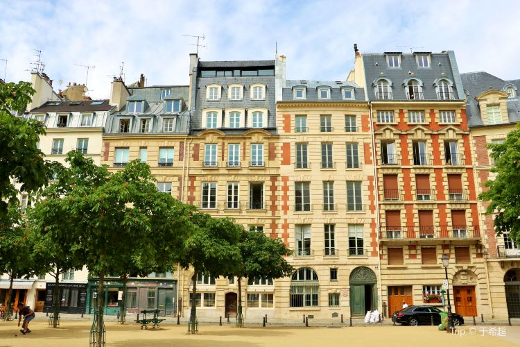 Place Dauphine2