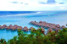 大溪地的茉莉雅岛,一排排的水上屋,架在海水中、清澈透亮的海水,让心也变得澄清
