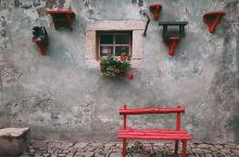 不知道哪里的哪里  这里是捷克的CK小镇。  某天早上在路上闲逛,偶遇这个充满创意的地方,当时关着门