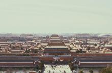 《北京城的正确打开方式之紫禁城》 不识庐山真面目,只缘身在此山中。与其到人山人海的紫禁城里面踱步,不