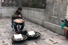 神秘乐器一秒变佛系@日本 东京明治神宫门口听到的蜜汁乐器 好听的不行,这是什么神仙乐器?!!