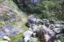 太乙真人修行的地方 丛山峻岭 崖壁上行走