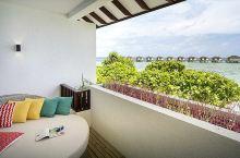 这个就是高级海景双人房的配图,这个是阳台效果图,和实际一模一样,不用担心,看海效果一级棒,我拍的图在