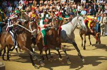锡耶纳赛马节开始啦,快来观战这场属于勇敢者的游戏!