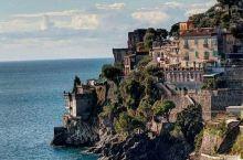 海滨小镇(斯佩隆加镇) 意大利的海滨小镇斯佩隆加镇,是一处景色怡人的白色小镇。它曾是皇帝提比略的行宫