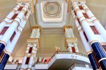 帝国酒店,文莱最好的度假村。面积超大,拥有文莱最美的海滩。2000年APEC的举办地。15层楼高的大