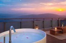 """忘掉莫干山!这间山尖上的""""绿奢""""酒店,人均¥300就能睡进北纬30°的梦境!"""