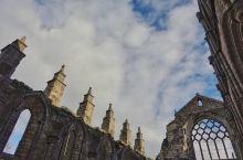 据说每年夏天,英国皇室都会来爱丁堡的荷里路德宫住两天