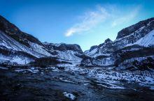 温泉和冰瀑共存的长白山聚龙潭