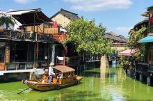 漫游朱家角摇橹船水上漂 镶嵌在湖光山色中的江南古镇 恰似淀山